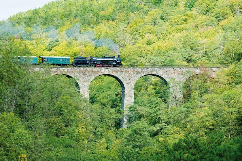 Obloukový most u obce Žampach