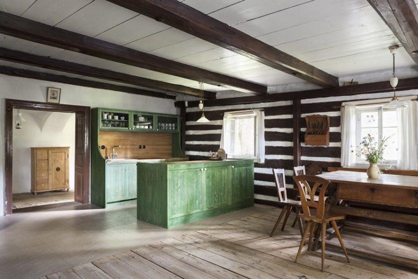 Původní roubené stavení pravděpodobně z počátku 19.století je již několik desetiletí užíváno jako rekreační objekt.