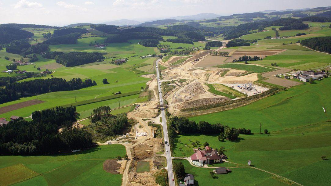 Rychlostní silnice S 10 dlouhá 22 km propojuje hornorakouskou centrální oblast a jižní Čechy. foto Helipix