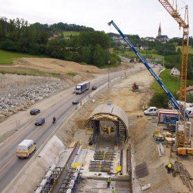 Vysoké hospodárnosti a flexibility betonáže je dosahováno díky stavebnicovému systému bednění tunelu. foto Helipix