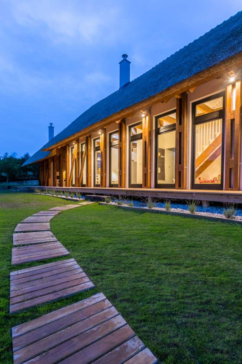 etnost skleněných výplní zajišťuje dostatek denního světla v interiéru