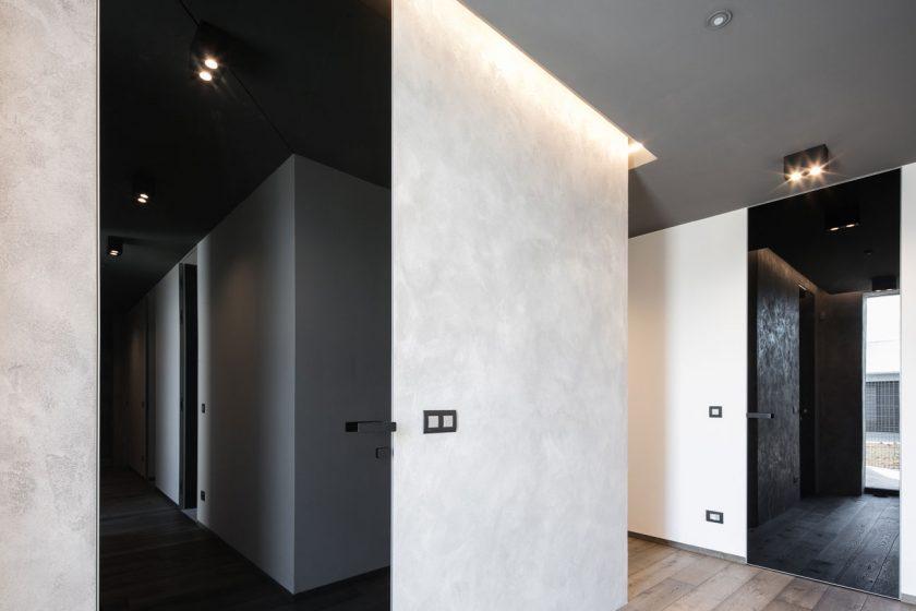 Dveře MASTER DOOR s černým lakovaným sklem