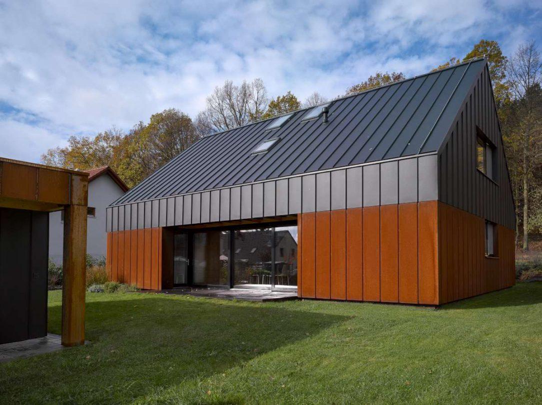 Rezavý dům s dírou 2