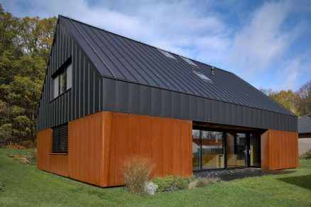 Rezavý dům s dírou