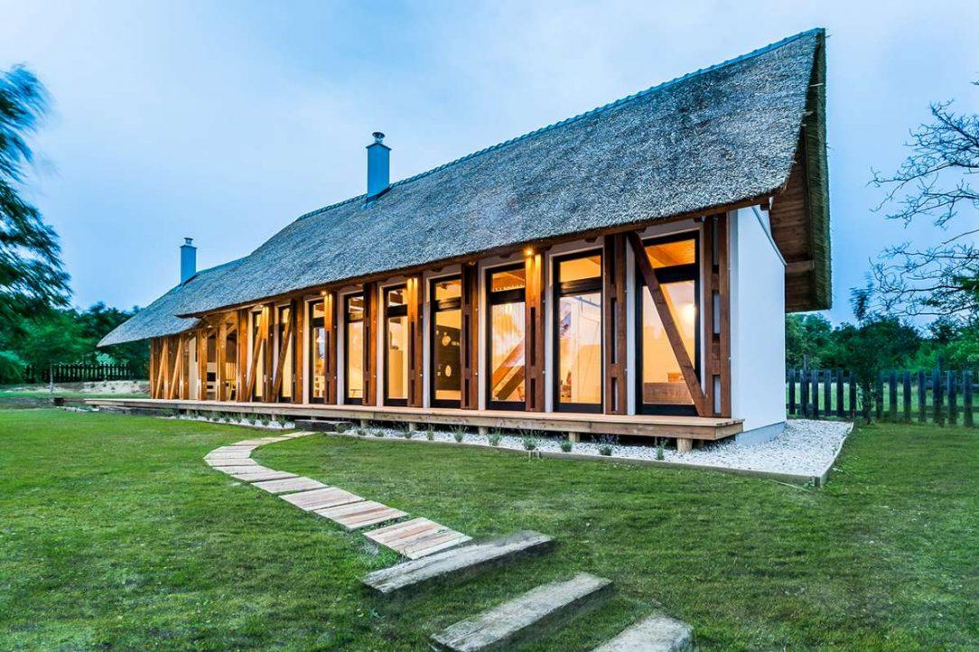 Výrazným estetickým prvkem je nosná konstrukce stavby