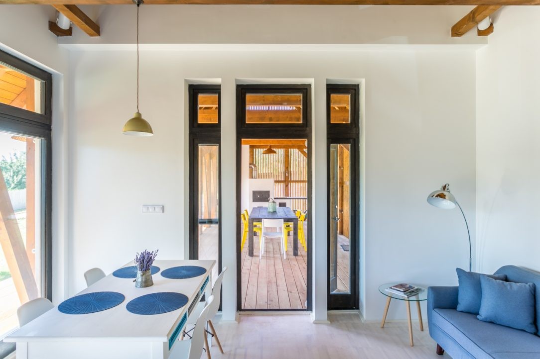 Zadáním investora byl malý útulný dům formálně spojený s místním prostředím 1