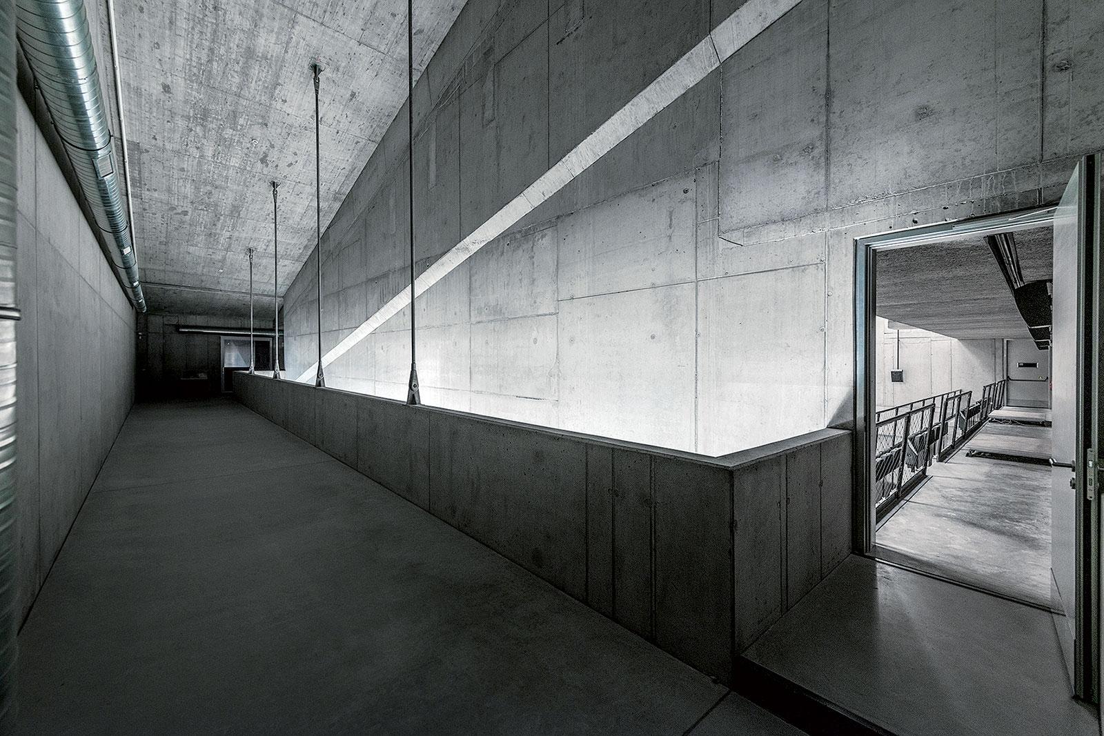 Betonový interiér foyer