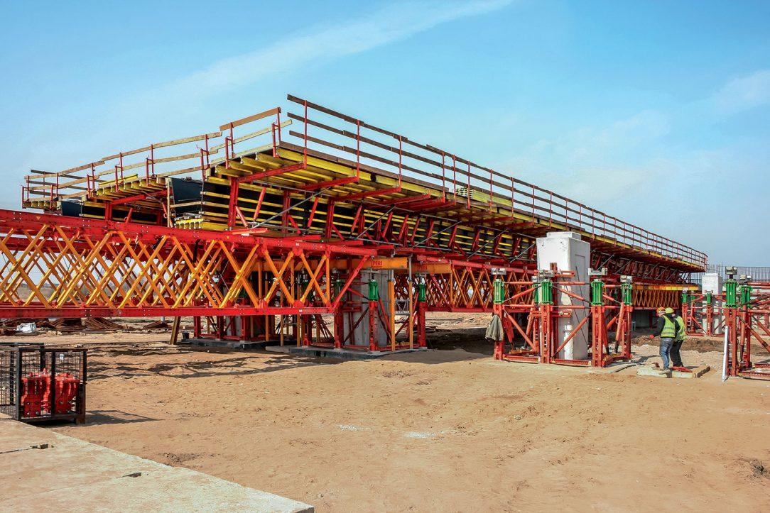 Technici PERI podporovali tým na stavbě v průběhu celé výstavby přesně naplánovanou logistikou a podporou projektu tak aby byly splněny všechny požadavky a mohl být dodržen harmonogram stavby
