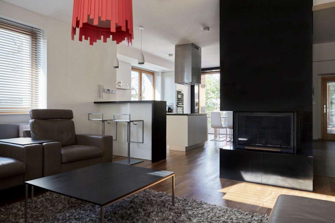 Centrální prostor s obývací jídelní a kuchyňskou částí