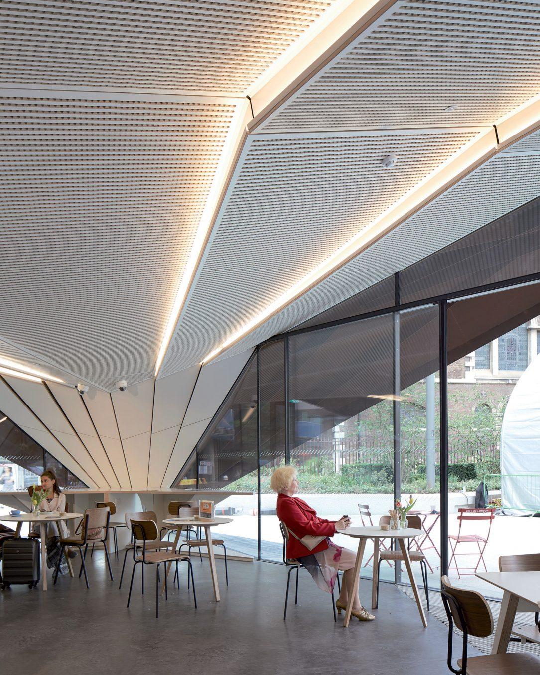 Dřevěné akustické panely se zakomponovaným osvětlením