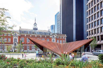 Pavilon doplňuje veřejný prostor a pomáhá sdružovat místní komunitu