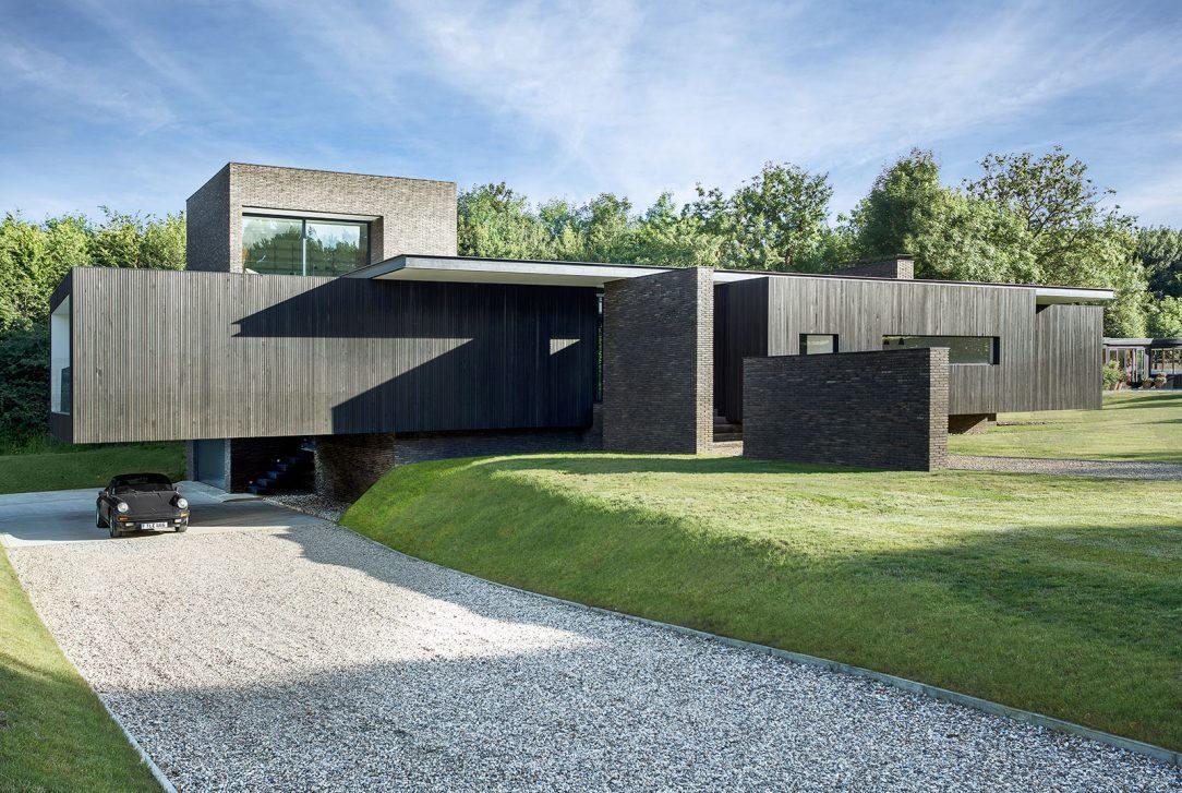 Black House 4