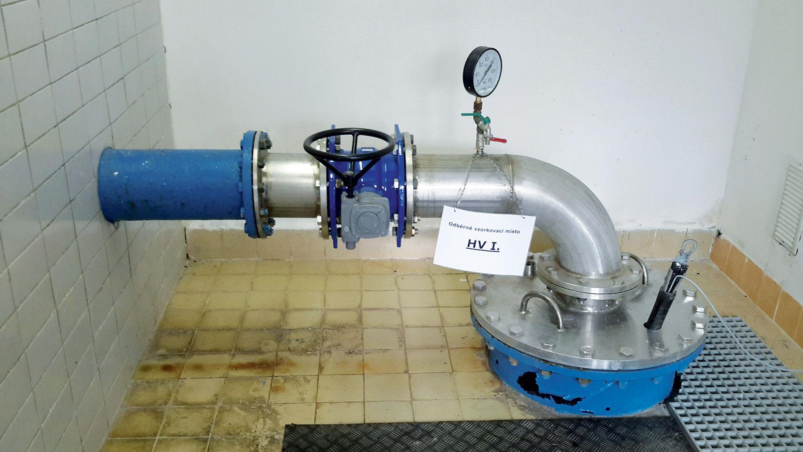 Obr. 1 Původní regulace čerpadla byla řešena uzavírací armaturou