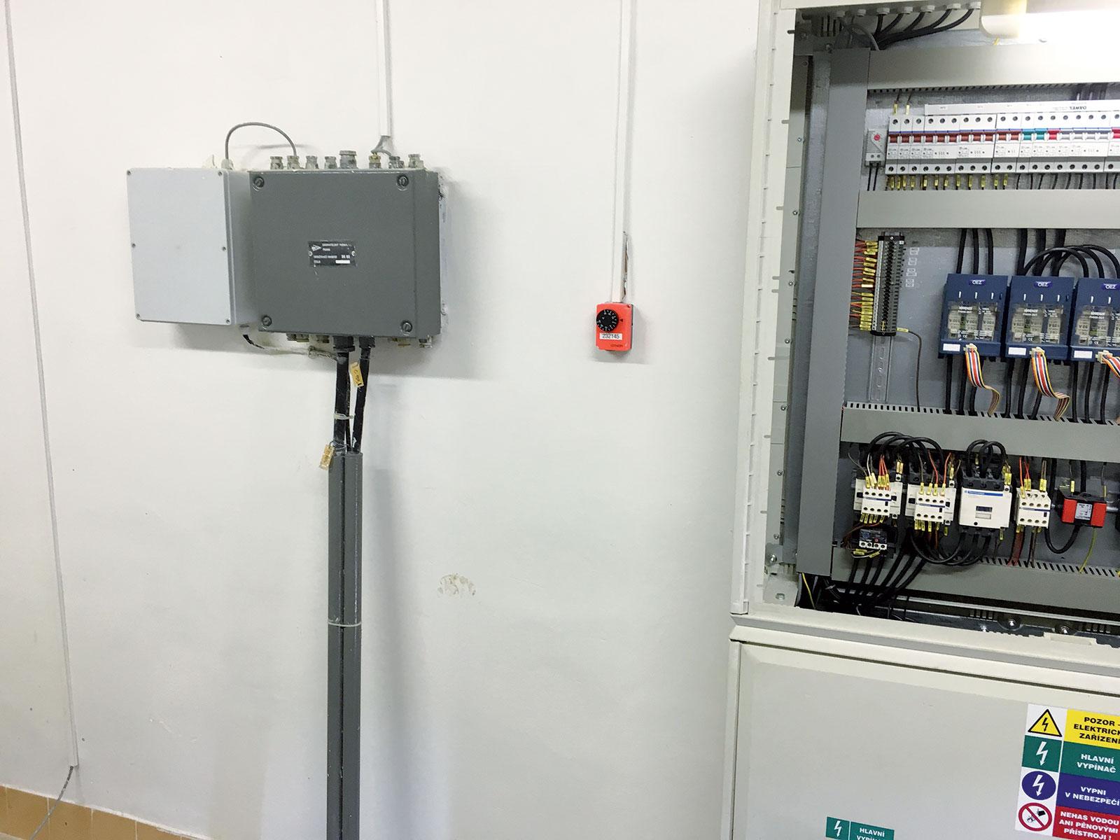 Obr. 2 Rozvaděč před instalací frekvenčního měniče