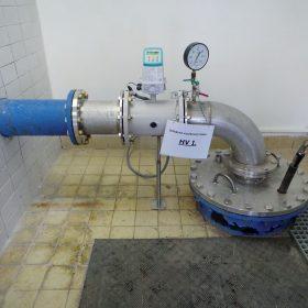 Obr. 3 Na výtlačné potrubí je osazen průtokoměr který nahradil původní armaturu 1
