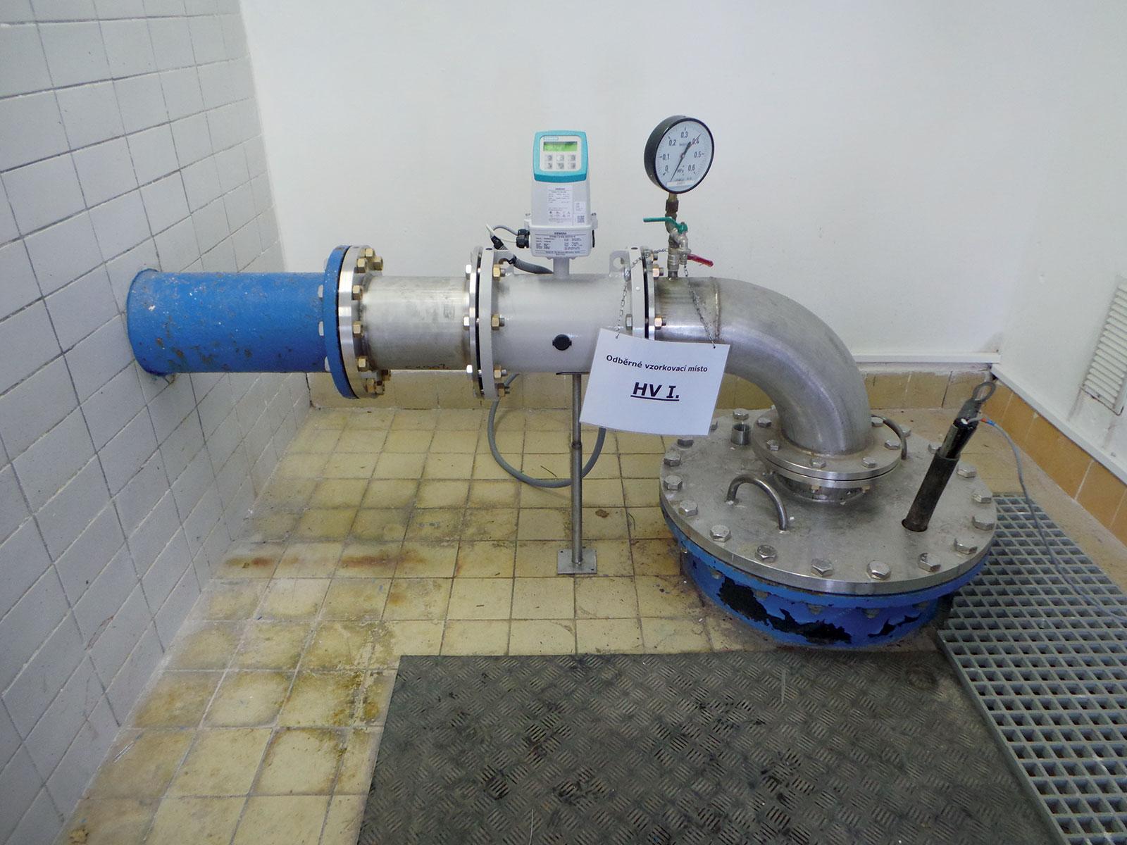 Obr. 3 Na výtlačné potrubí je osazen průtokoměr který nahradil původní armaturu