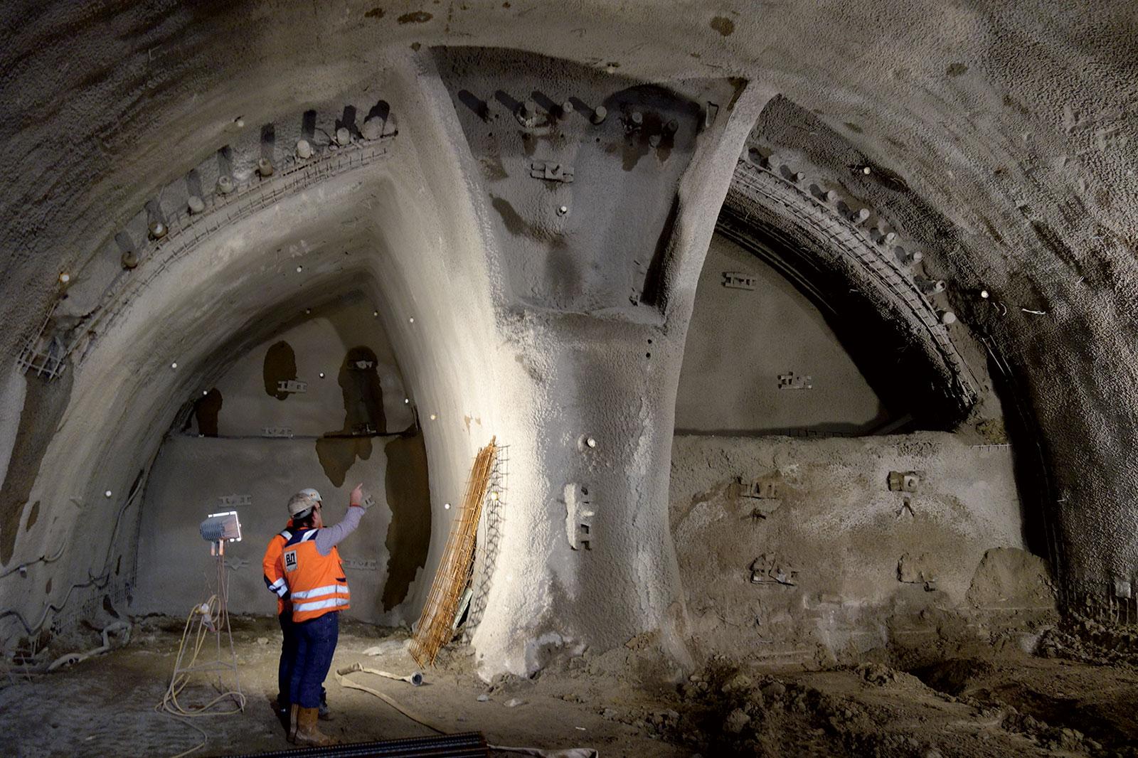 Obr. 7 Ražba tunelu (zdroj: ARGE Tunel Spitzenberg + trasa BA2)