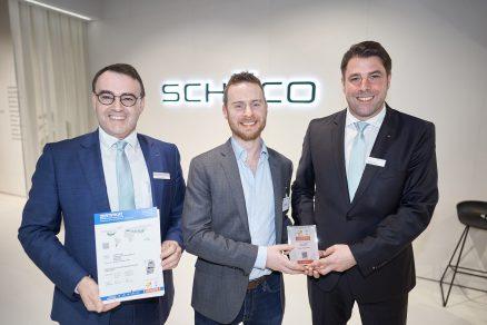 Edward Lowes uprostřed Markus Herbst vpravo a Christian Fischer