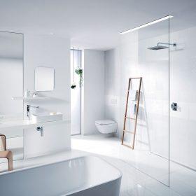 Obr. 1 Ukázka koupelny zařízené podle aktuálního trendu oblých tvarů.