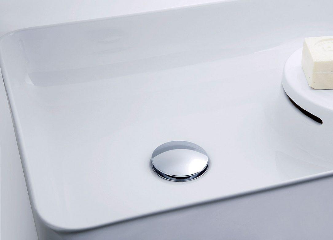 Obr. 5 Zakulacený kryt odtokového ventilu souzní s tvarem umyvadla. Jediné stisknutí prstem stačí k tomu, aby se odtokový ventil otevřel nebo zavřel.