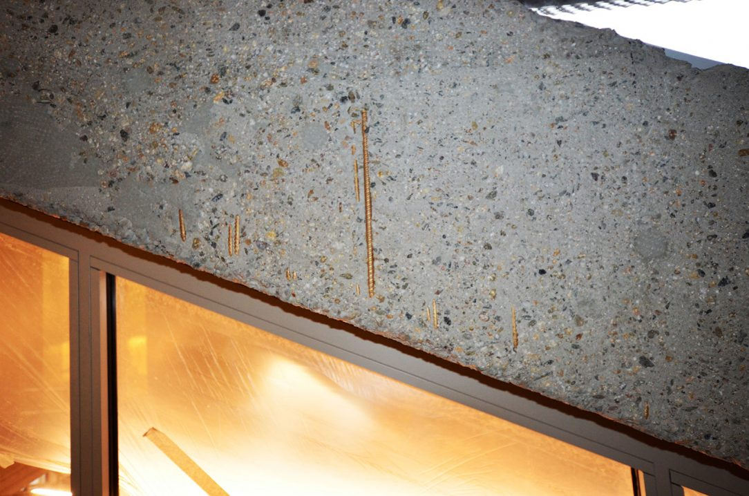 Původní obnažené betony a přiznaná výztuž
