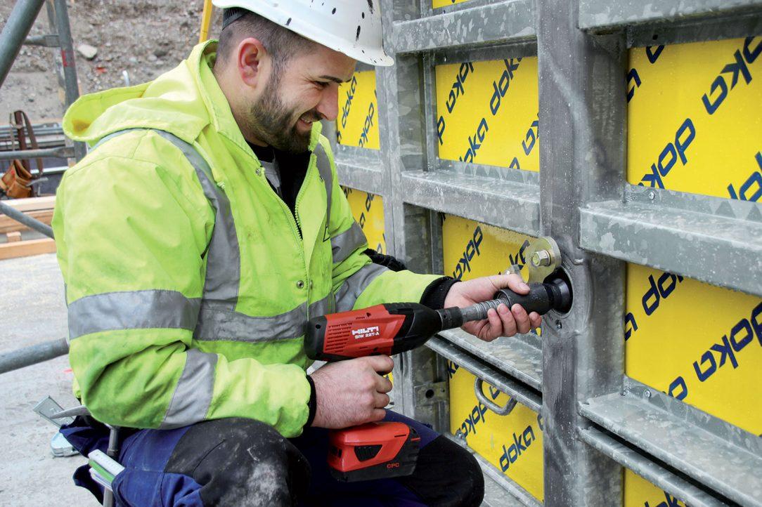 Utažení kotvy je možné pomocí ráčny nebo elektrických či pneumatických šroubováků nebo utahováků. Videálních podmínkách je instalace kotvy skutečně otázkou vteřin.