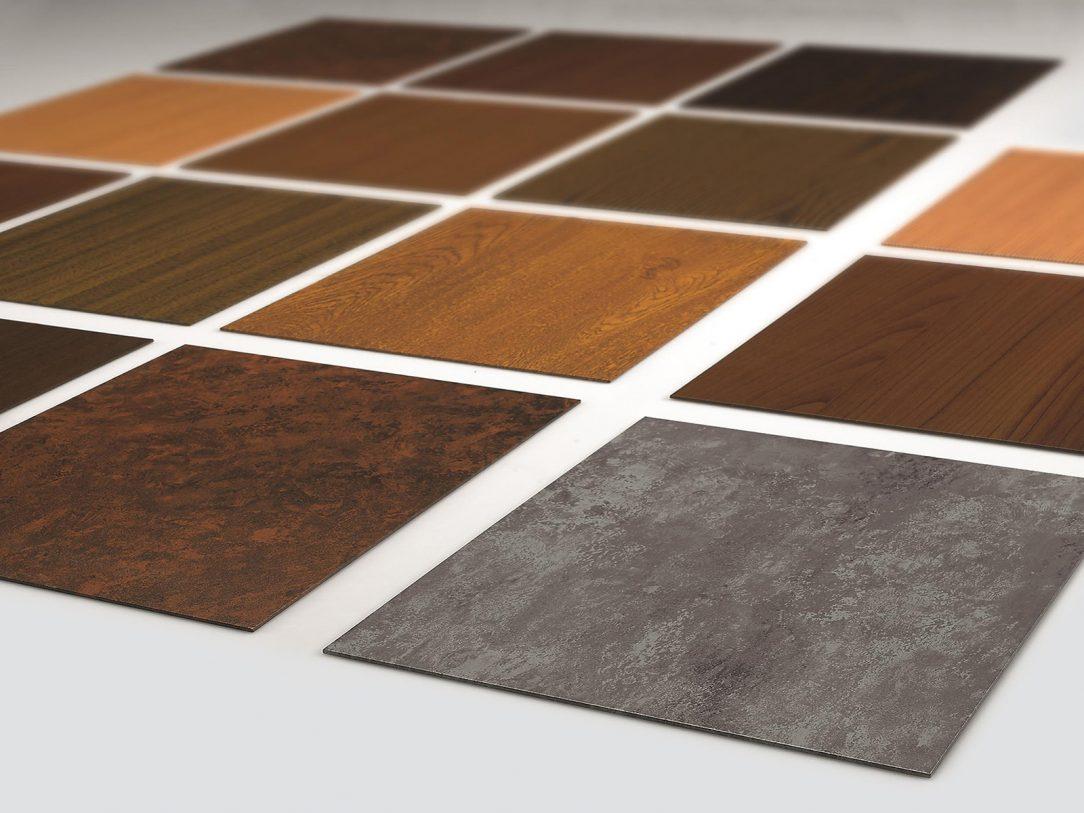 Různé designy metody nanášení povrchové úpravy heroal SD nabízí ušlechtilý dřevěný a betonový vzhled. Realizovat lze téměř jakýkoli požadovaný design. Foto: heroal