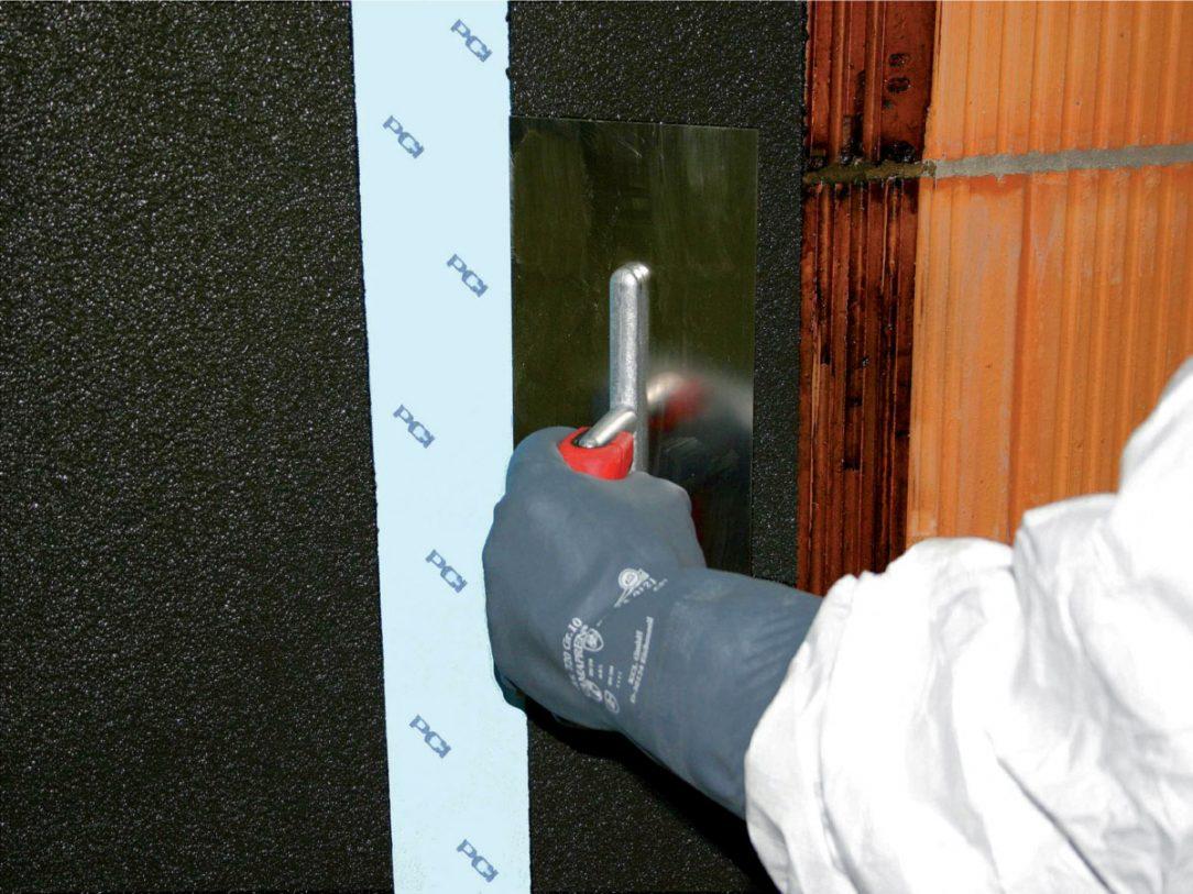 Pro správnou a dlouhodobou funkci novostaveb i rekonstrukcí je bezpodmínečně nutná dokonalá izolace proti vnikající vlhkosti. Velmi účinným opatřením je aplikace asfaltových izolací.