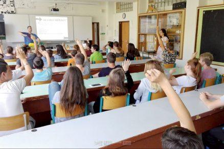 Obr. 3 Ukázka interaktivního workshopu k měření koncentrace CO2 na školách.