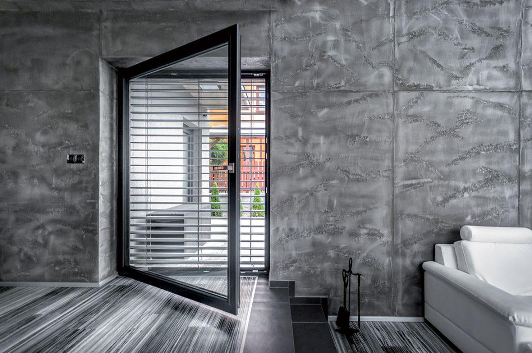 PVC okna s profily Inoutic Deceuninck už umí věrně napodobit vzhled hliníku. ALU look skvěle ladí k moderním minimalistickým interiérům.