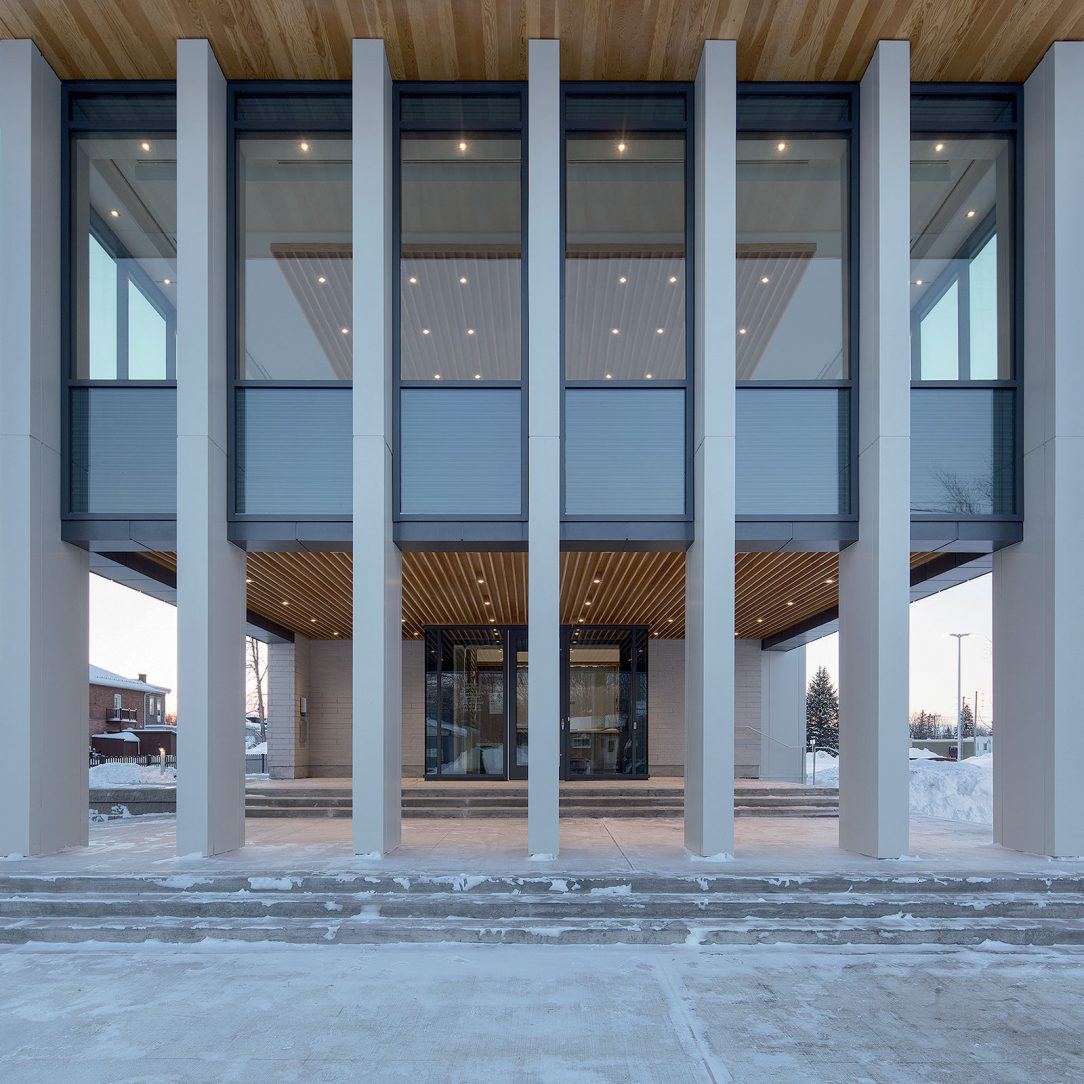 Průhledný sál nad hlavním vchodem