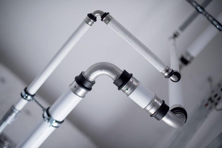 Celá renovace instalací teplé a cirkulační vody probíhá bez omezení komfortu cestujících je tedy organizačně velmi náročná.