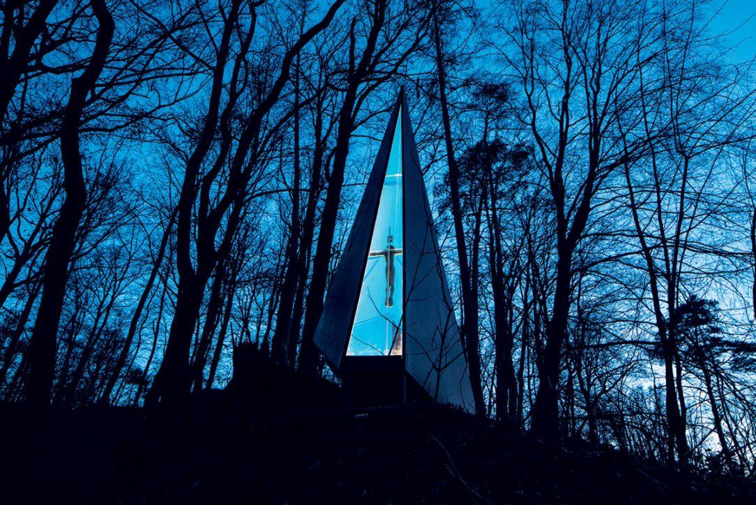 Kapli Lesní vzpomínku vybudoval své zemřelé ženě manžel.