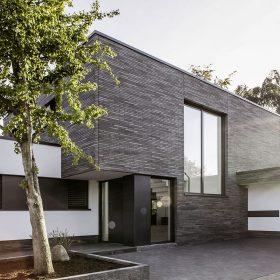 Rodinný dům s okenním systémem od REHAU