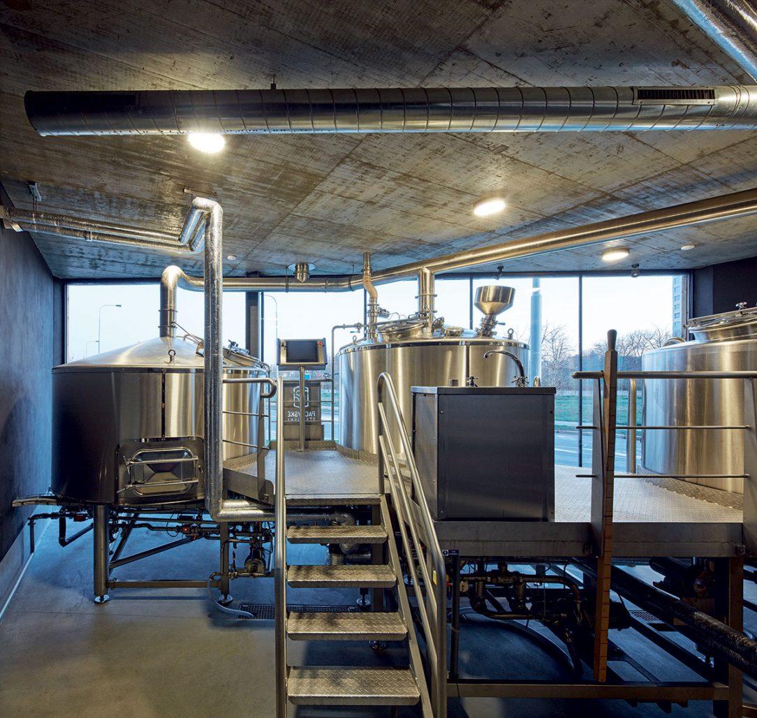 Hrdě vystavené pivovarnické vybavení
