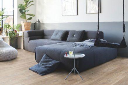 Vinylová podlaha Quick Step v obývacím pokoji