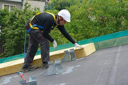 Zateplení šikmé střechy nad krokvemi izolacemi z kamenné vlny ROCKWOOL – systém TOPROCK
