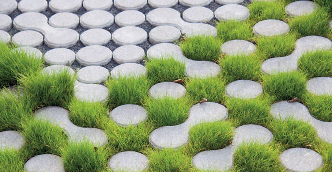 Zatravňovací dlažbou lze v zahradě vytvářet zajímavé vzory.