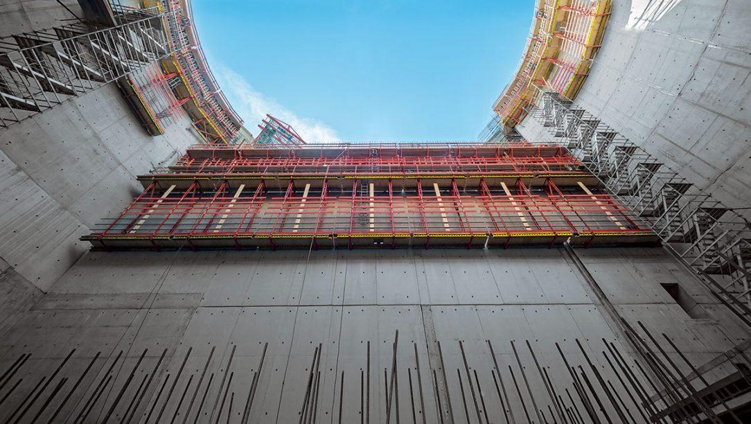 Návrh bednění a lešení odpovídající požadavkům projektu pomohl rychlému postupu stavby impozantního čerpacího zařízení v Oberhausenu.