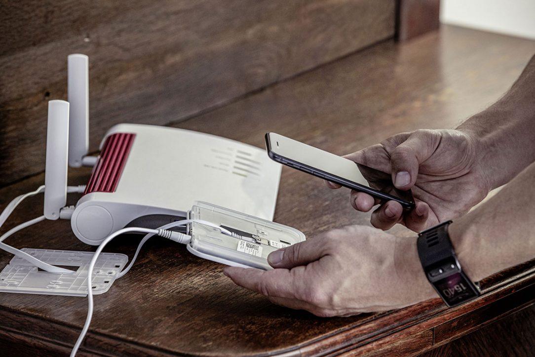 RE.GUARD je s pomocí nejmodernější Z Wave komunikační technologie využívající nízkoenergetické radiové vlny spojen se základnou