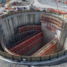 S hloubkou 44 m a průměrem 55 m je čerpací zařízení v Oberhausenu momentálně nejhlubší stavbou v Porúří. Uvnitř ohraničené stavební jámy musely být zhotoveny masivní železobetonové stěny.
