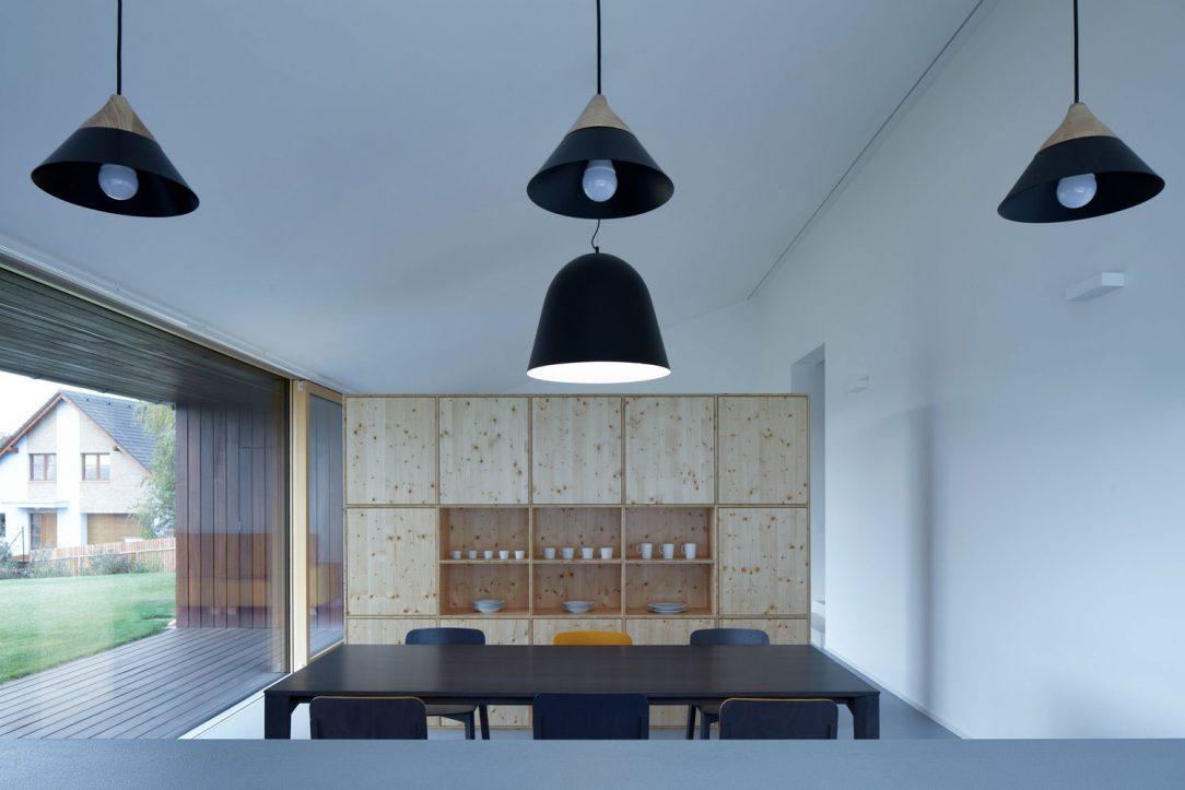Hlavními rysy interiéru jsou přírodní materiály
