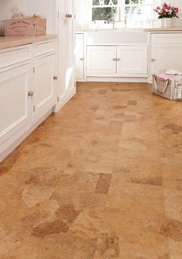 Korková lepená podlaha v kuchyni