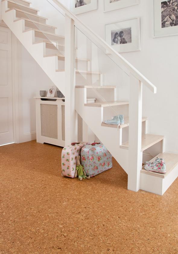 Korkové podlahy je možno řešit i jako plovoucí bez nutnosti lepení.