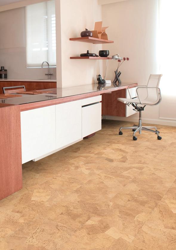 Lepené korkové podlahy se aplikují na suché rovné a pevné podklady nejčastěji beton dřevovláknité a dřevotřískové desky nebo anhydritové potěry