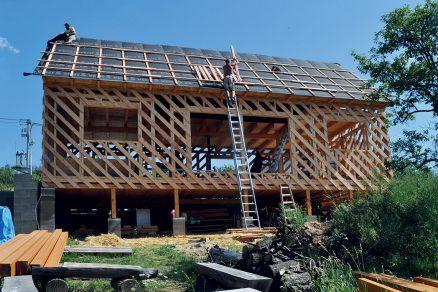 Obr. 8 Dřevěný skelet stavby rodinného domu v Kunicích