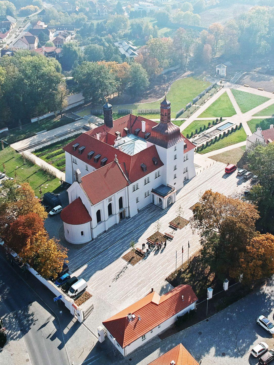 Rekonstrukce arcibiskupského zámku a zahrad na hotel Dolní Břežany