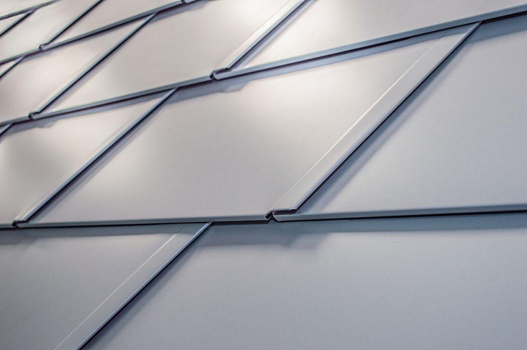 Rozměry 480 x 262 milimetrů v položené ploše PREFA střešní šindel DS.19 přímo předurčují k variabilnímu použití jak u malých objektů tak také u velkých staveb