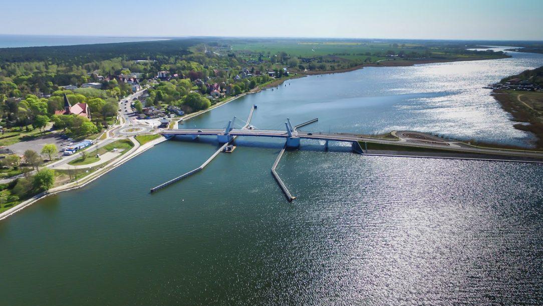 Zdvihací most přes Martwu Wislu v Sobieszewie Polsko