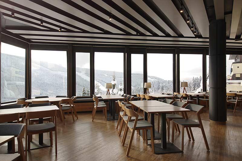 Hotel Horal Špindlerův mlýn – Thermofix Farmářské dřevo. Autorem interiéru je DL STUDIO